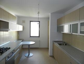 Proprietar apartament lux 4 camere Baneasa, centrul comercial Feeria