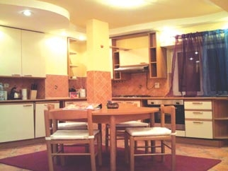 Apartament 3 camere de inchiriat PIATA DOROBANTI