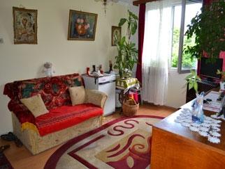Particular vand apartament 3 camere Berceni, Huedin