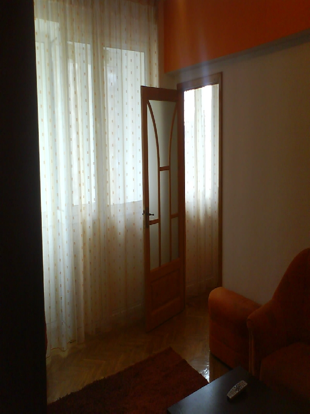 Inchiriez apartament 2 camere ULTRACENTRAL (Magheru) zona Eva