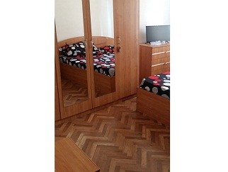 Proprietar inchiriez o camera in apartament de 3 camere Dristor