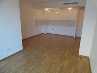 Inchiriez apartament nemobilat in Maria Rosetti 38