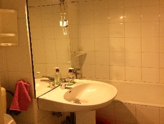 Particular vand apartament 3 camere zona Basarabia, Chisinau